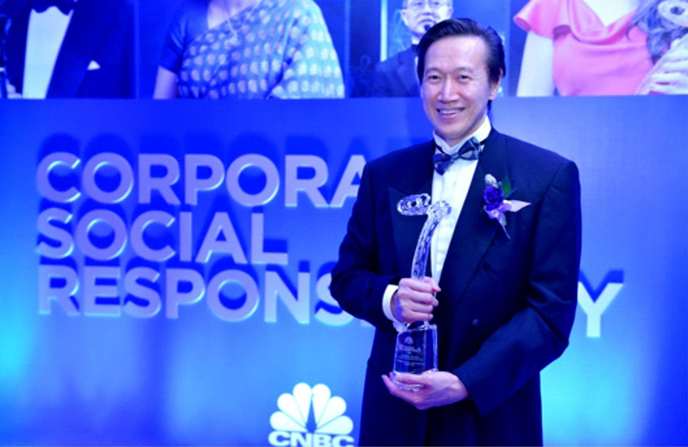 CEO Ciputra Group Menerima CSR Award CNBC Asia